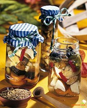 Marinată de ciuperci şi ardei