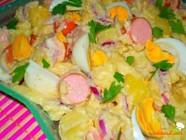 Salată cu fasole şi carne de porc