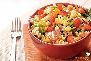 Salată de paste cu legume