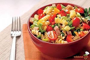 Salată de paste cu roșii