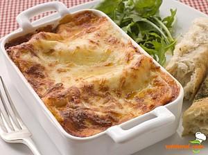 Lasagna cu sos de roşii