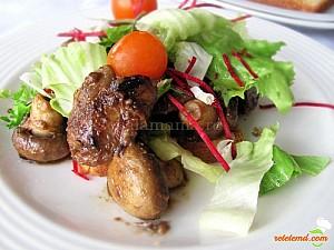 Reteta culinara Ficat de pui flambati cu ciuperci si toast