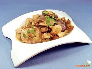 Salată de ciuperci marinate