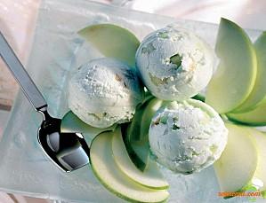 Îngheţată de fistic şi mere verzi