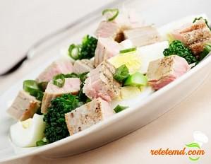 Salată cu ton și broccoli