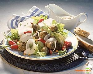 Salată cu perişoare de pui