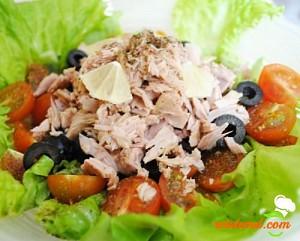 Salată de ton cu roșii și ceapă