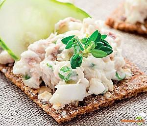 Salată de pește afumat