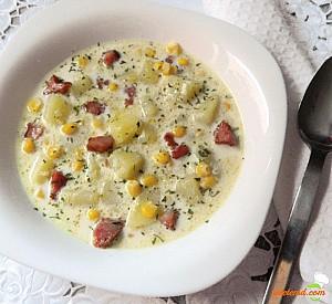 Supă de porumb cu cartofi şi afumătură