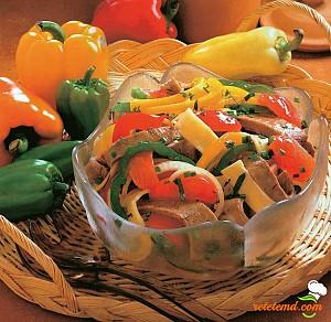 Salată cu legume şi carne de viţel