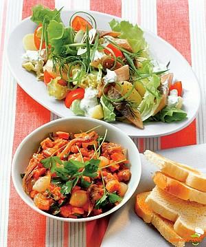 Salată cu sos de roşii şi carne