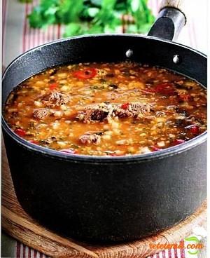 """Supa """"Kharcho"""" – mâncare tradițională georgiană"""