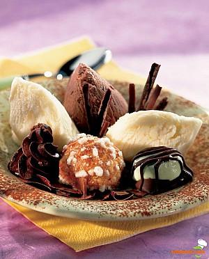 Îngheţată asortată cu bomboane  de ciocolată
