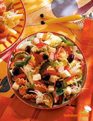 Salată de paste cu brânză şi măsline