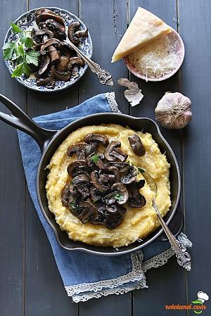 Mămăligă în crustă cu sote de ciuperci