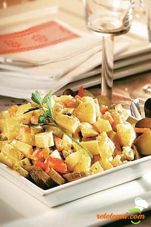 Salată cu ouă fierte