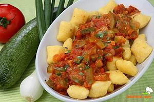 Mămăligă cu sos de legume