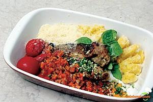 Mămăliguţă cu sos tomat şi cărniţă