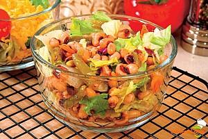 Salată de fasole cu costiţă