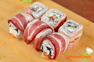Rulouri sushi cu bacon şi avocado