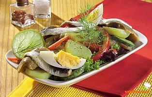 Salată cu peşte marinat