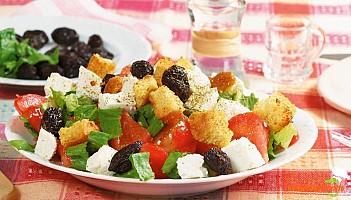 Salată grecească cu crutoane